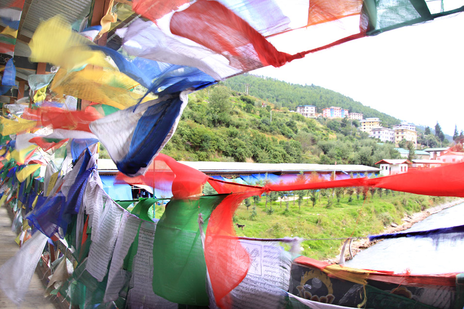 bhutan/thimphu_bridge_windy_flags