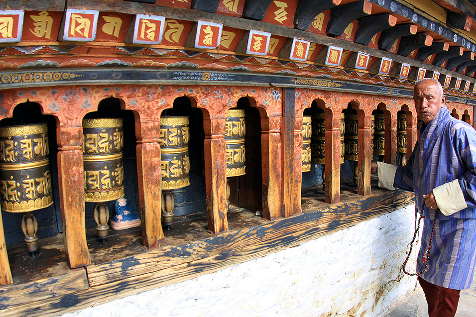 bhutan/thimphu_changangkha_lhakhang_man_praying