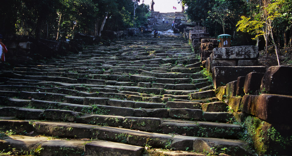 cambodia/vihear_stairs_wide_800