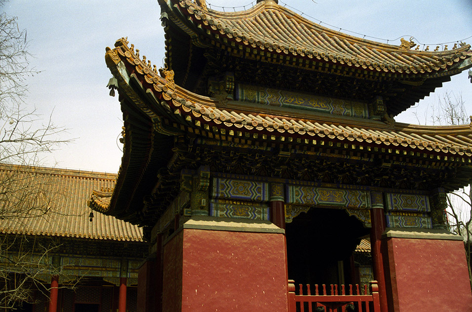 china/2001/lama_bell_tower