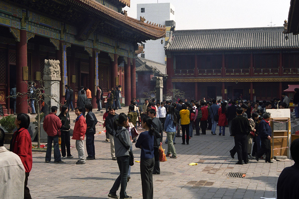 china/2001/lama_temple_crowd