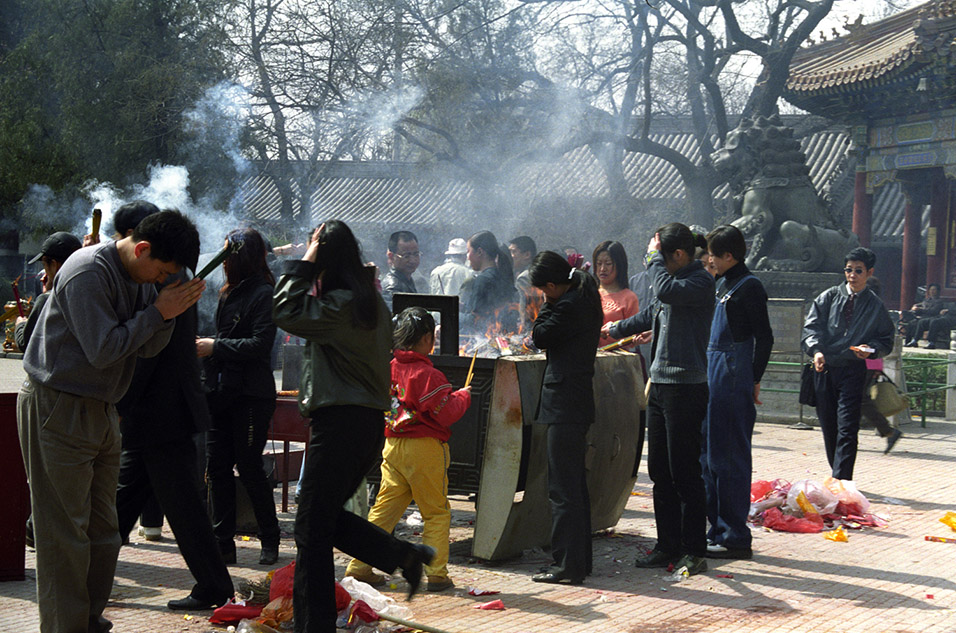 china/2001/lama_temple_incense_2