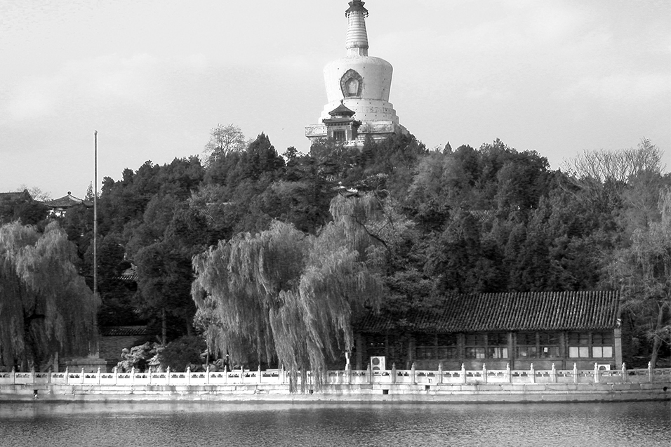 china/2004/beijing_beihai_white_pagoda_bw