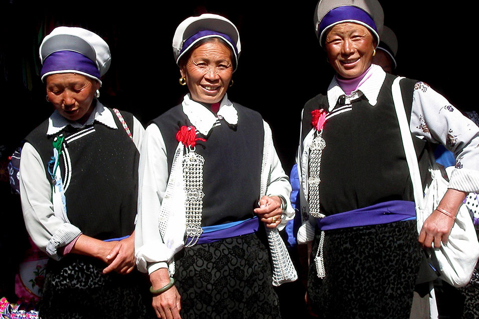 china/2004/lijiang_naxi_women