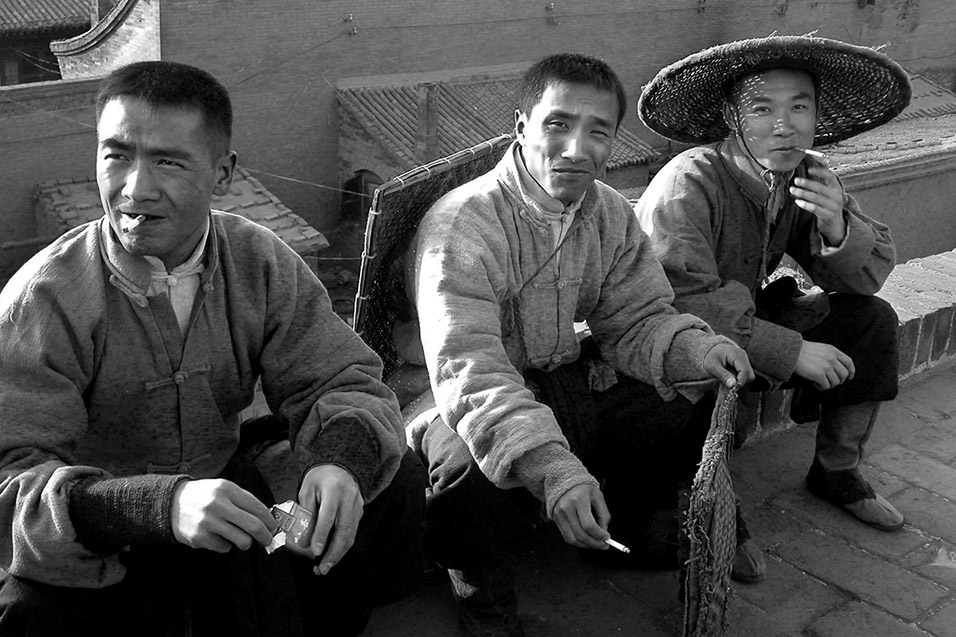 china/2004/pingyao_actors_bw