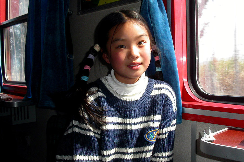 china/2004/train_girl