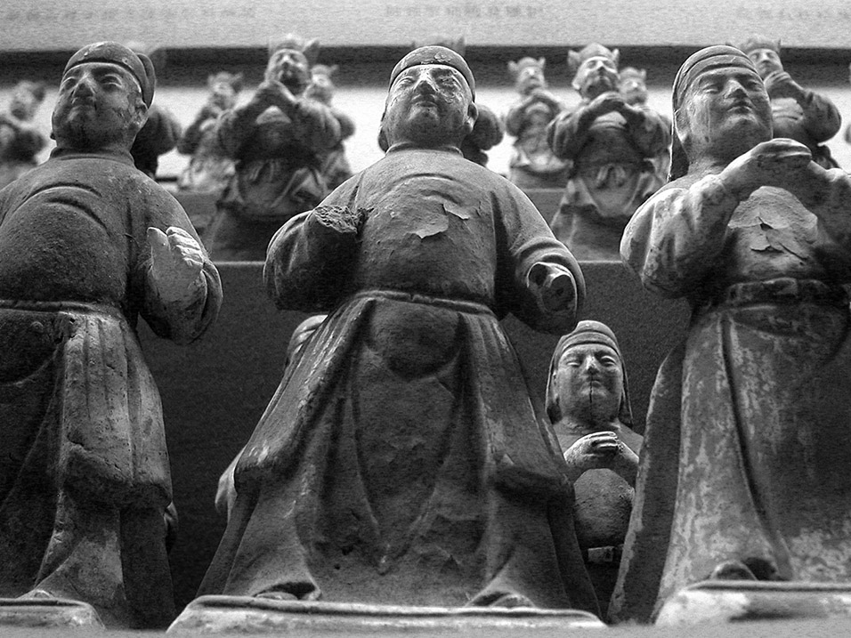 china/2004/xian_burial_objects_bw