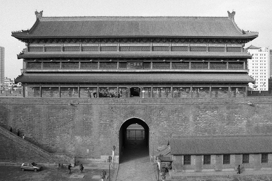 china/2004/xian_south_gate_bw