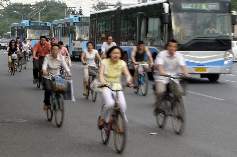 china/2006/beijing_bike_bus_blur