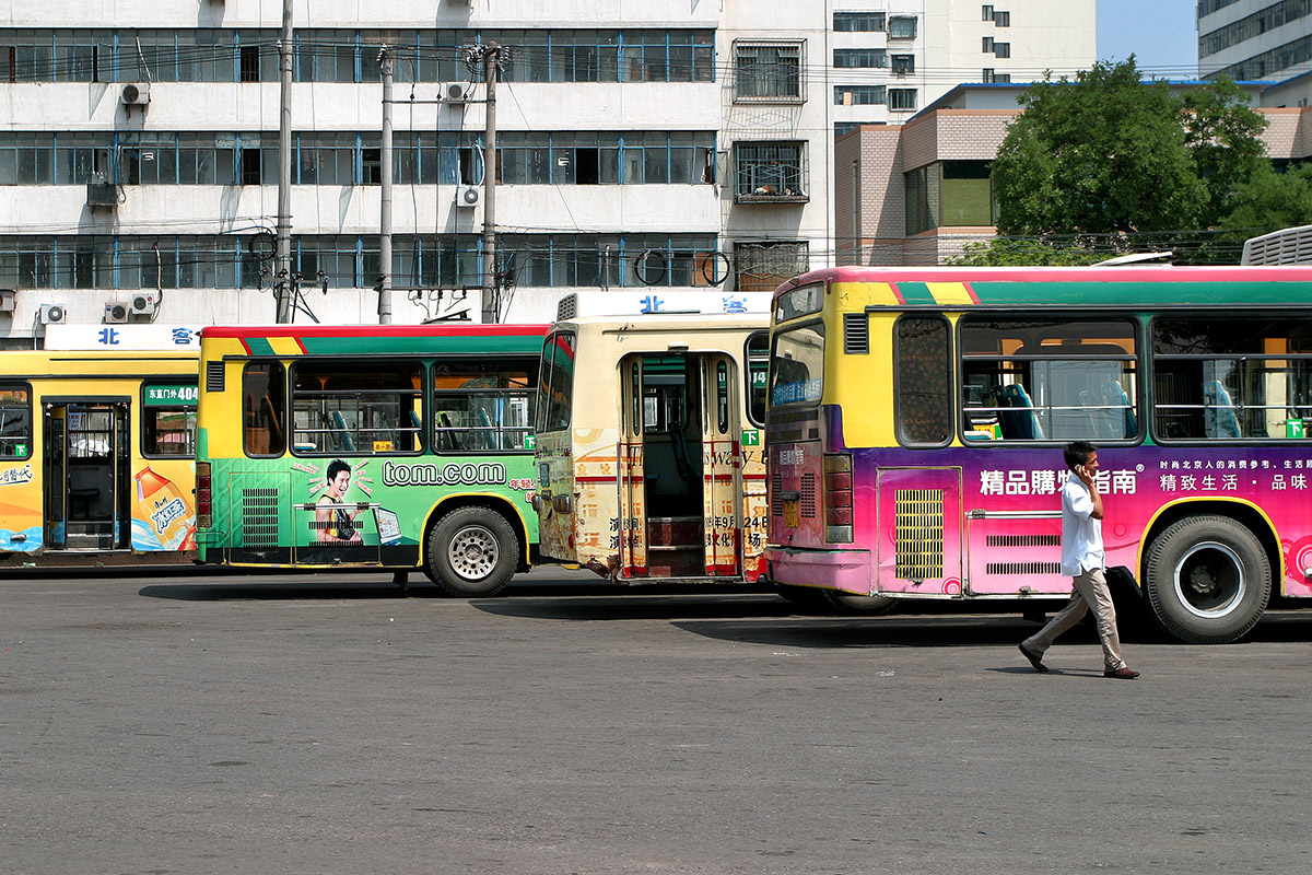 china/2006/beijing_buses_color