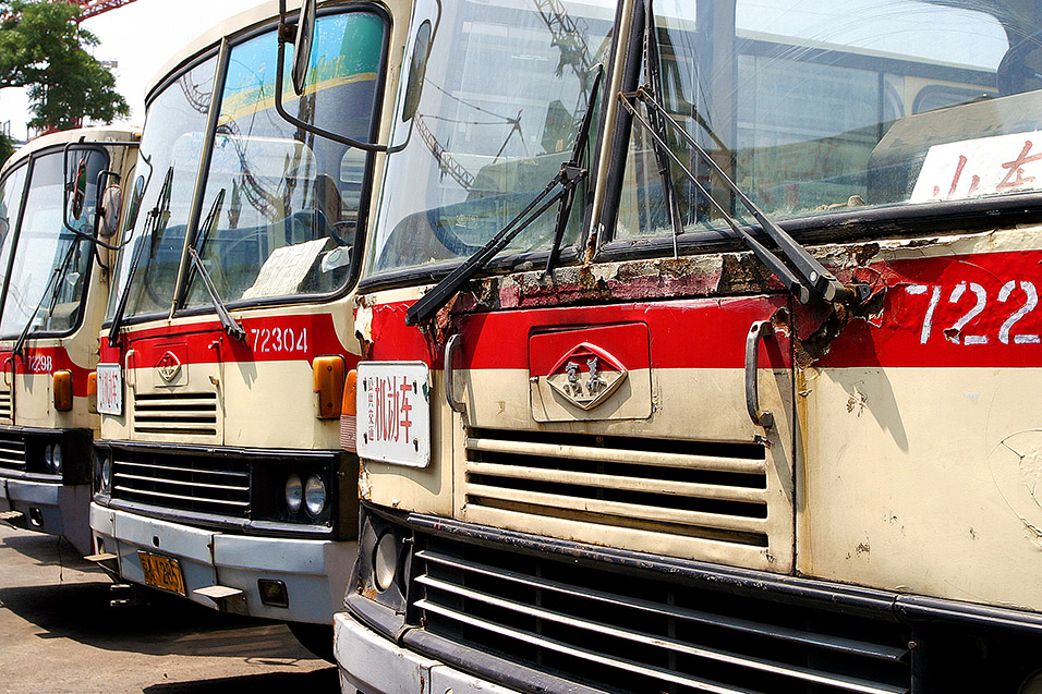 china/2006/beijing_buses_old