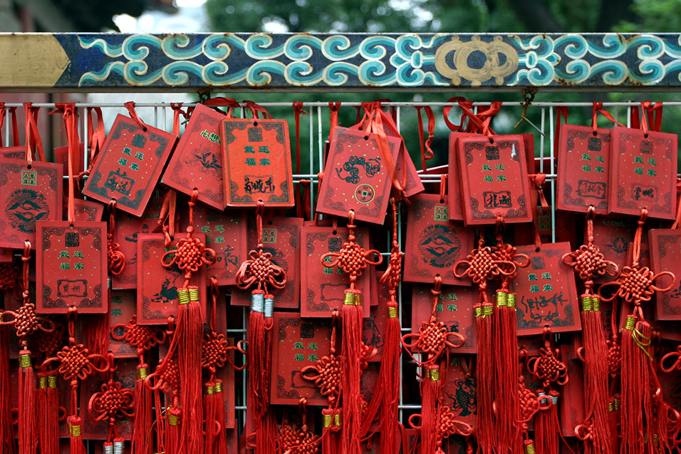 china/2006/beijing_dongyue_temple_red_prayers