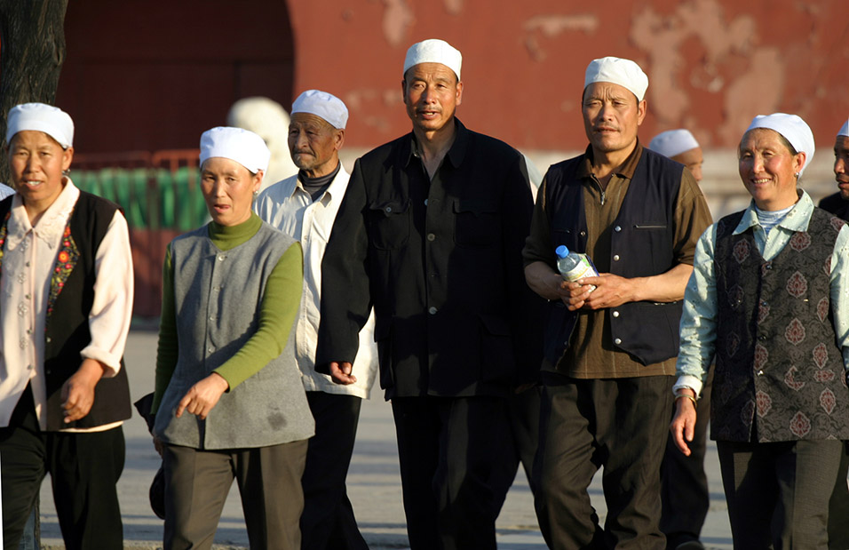 china/2006/beijing_forbidden_white_hats_3