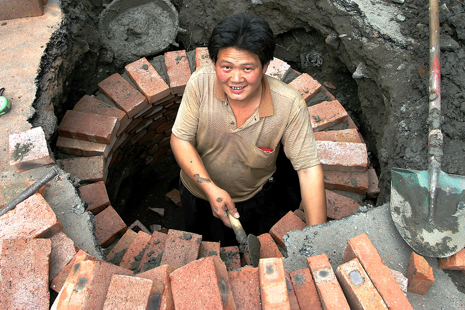 china/2006/bj_manhole_construction