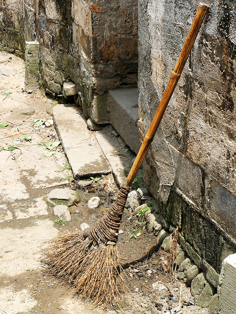 china/2006/hongcun_broom