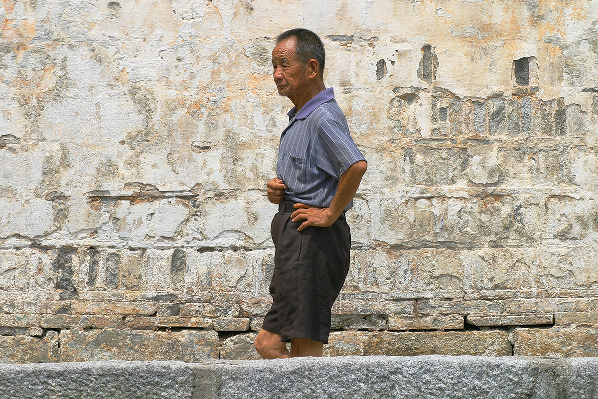 china/2006/hongcun_chinese_man