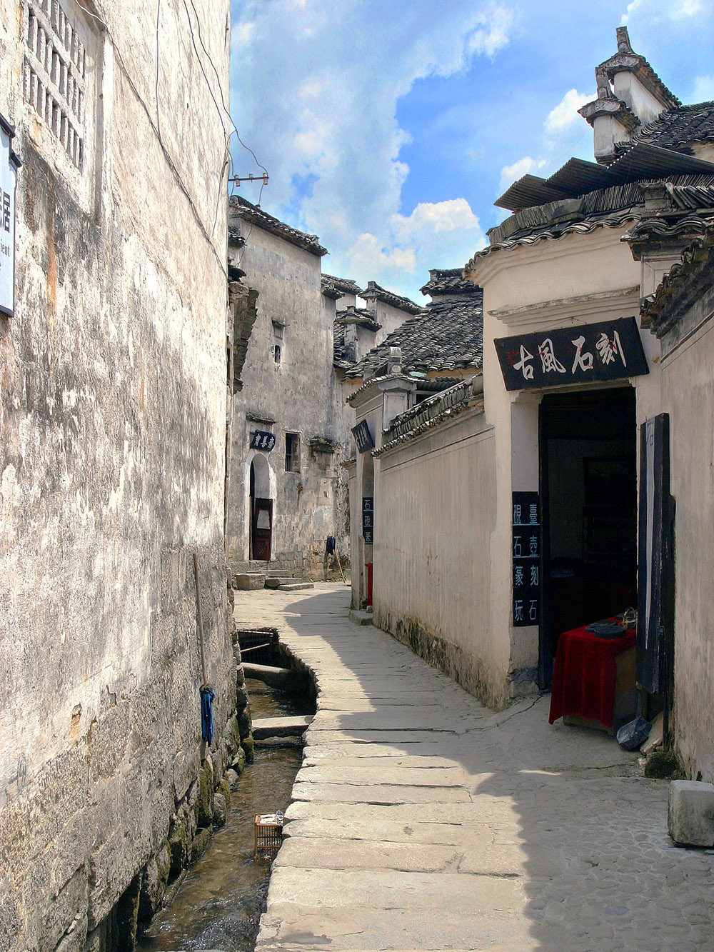 china/2006/hongcun_store_alley