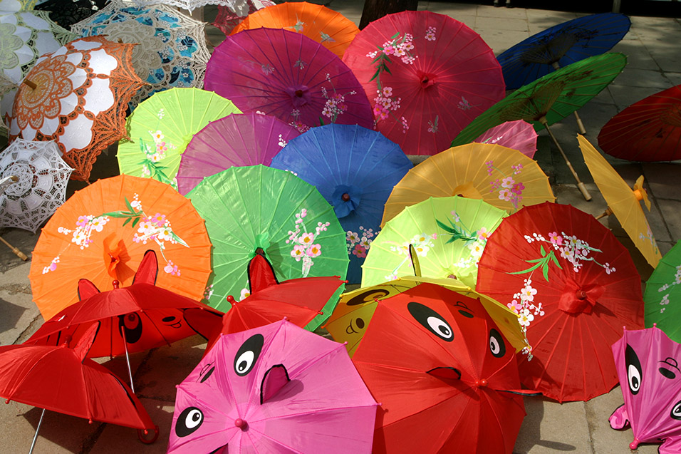 china/2006/tomb_umbrellas