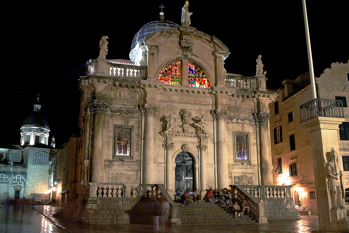 croatia/dubrovnik_church_night_steps