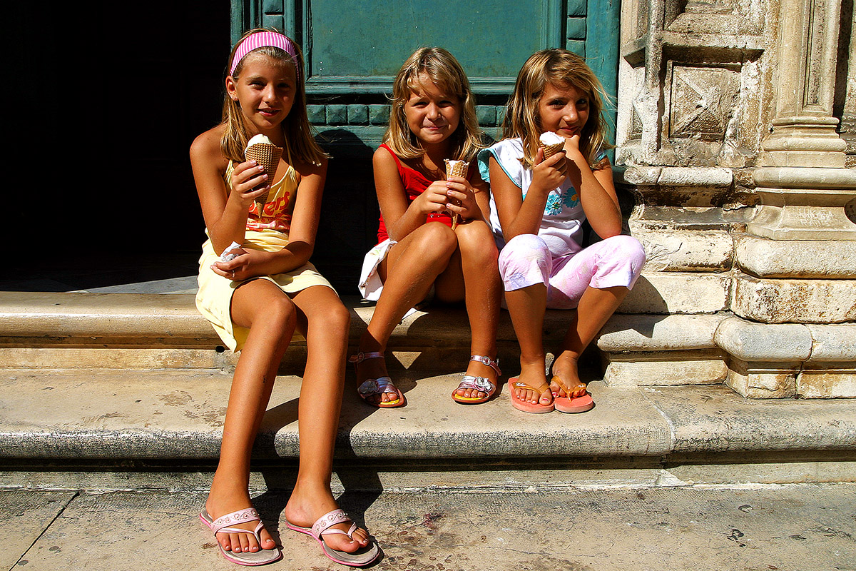 croatia/dubrovnik_eating_ice_cream