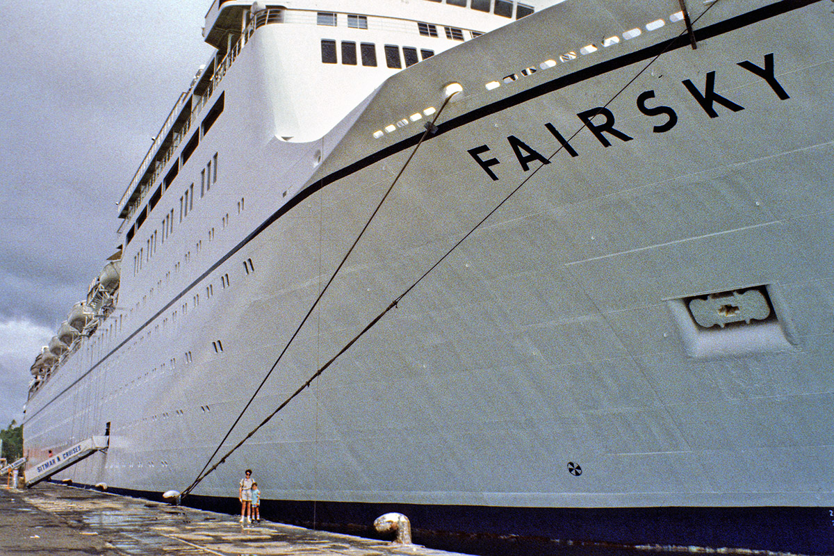 cruise_ships/fairsky/fairsky_mom_ej