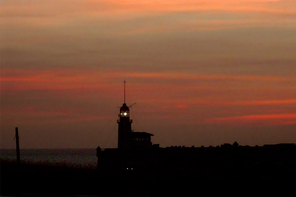 cuba/lighthouse_sunset
