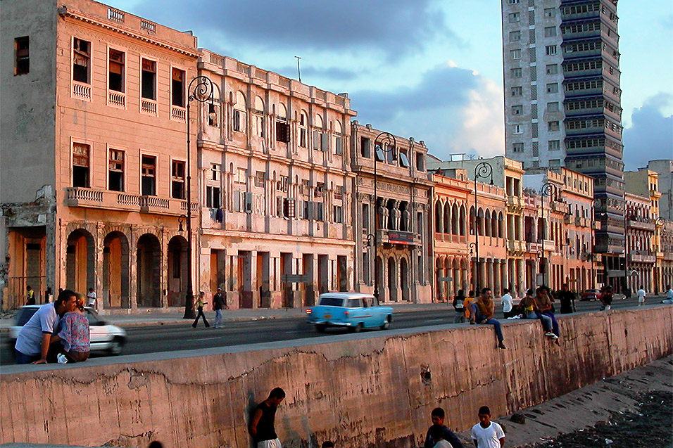 cuba/malicon_buildings_sunset