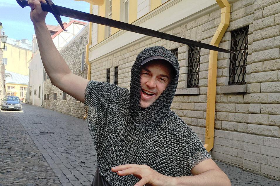 estonia/tallinn_brian_chainmail_sword