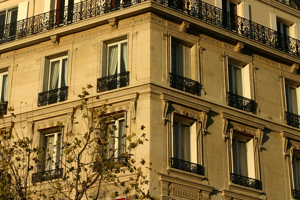 france/paris_building_gold