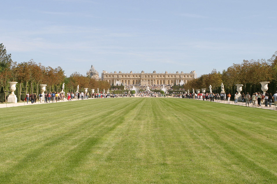 france/versailles_lawn_view