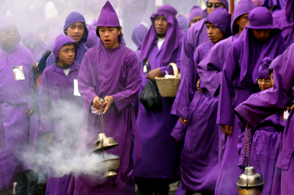 guatemala/antigua_purple_procession