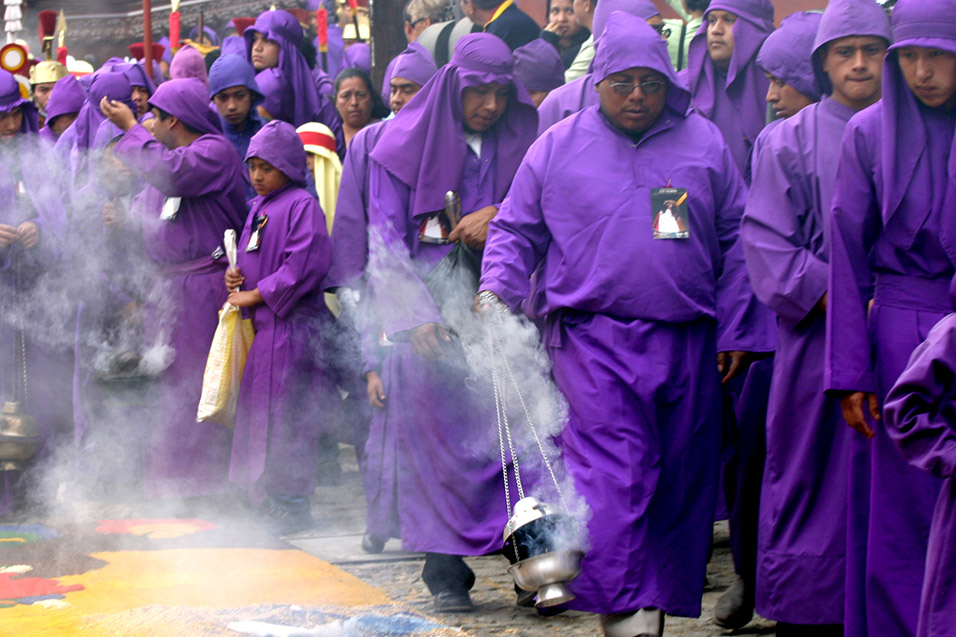 guatemala/antigua_purple_procession_2