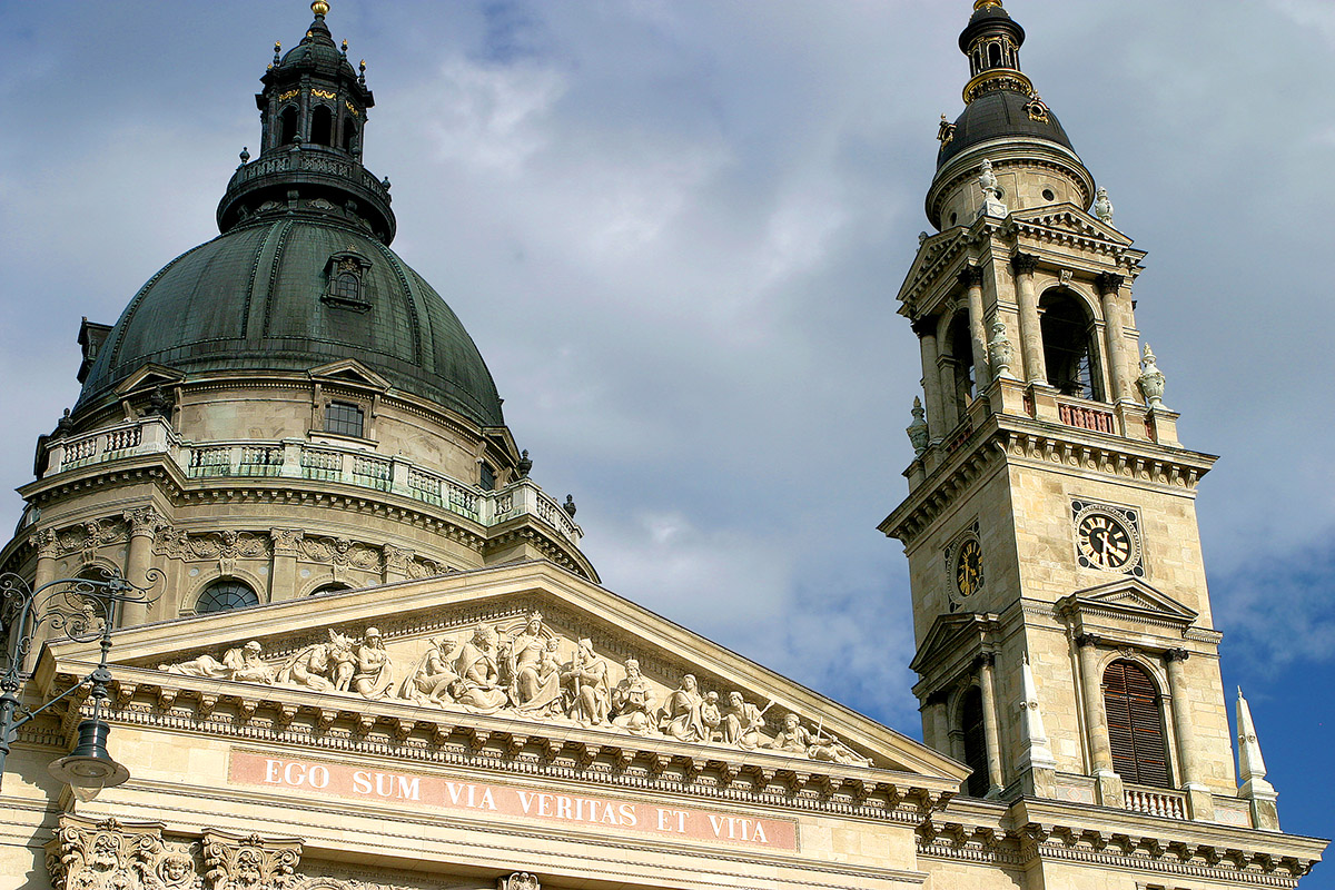 hungary/pest_church_close_2