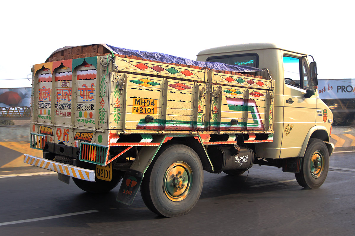 india/2012/bombaby_truck
