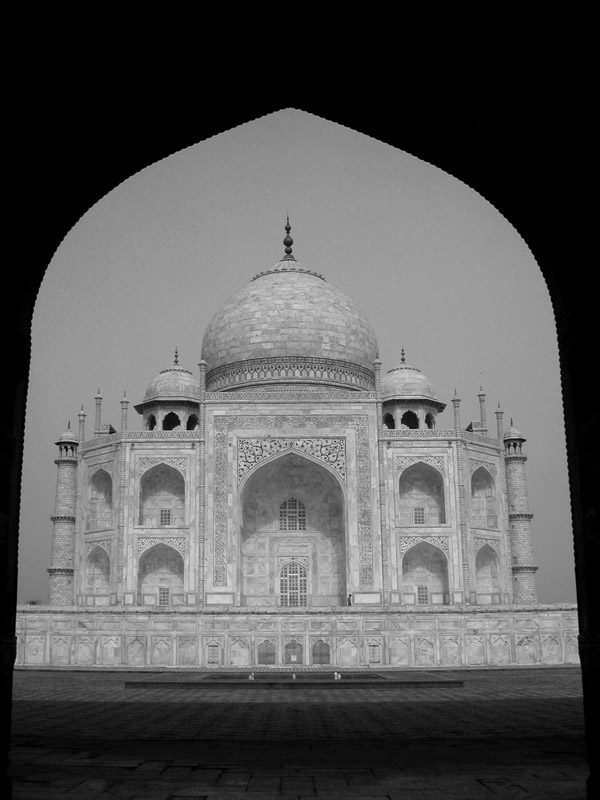 india/taj_mahal_tunnel_bw