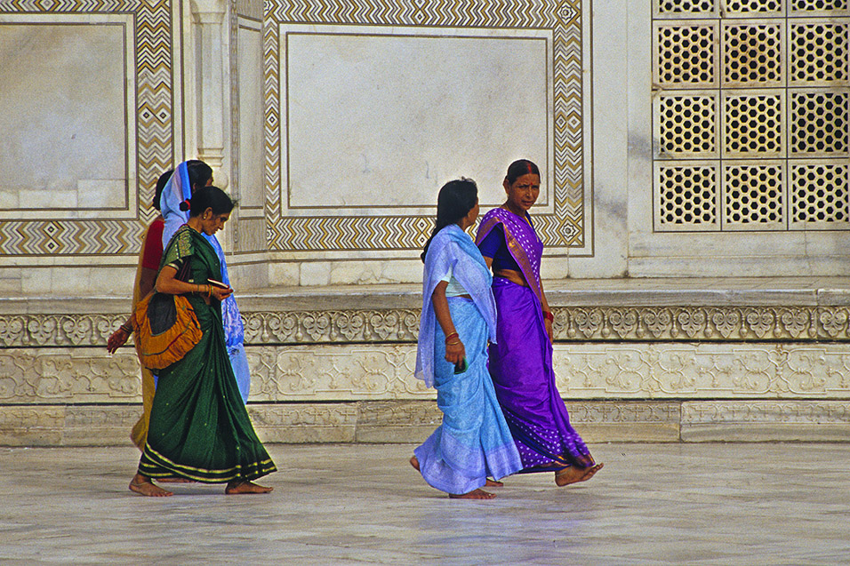 india/taj_women_dee