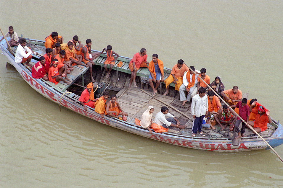india/varanasi_boat_orange_people