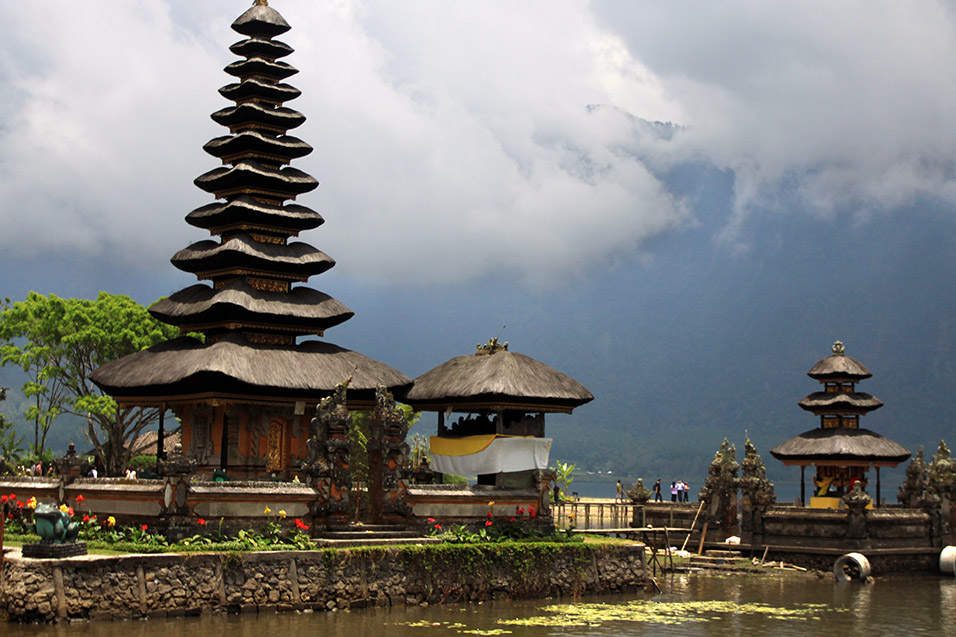 indonesia/bali_lake_temple