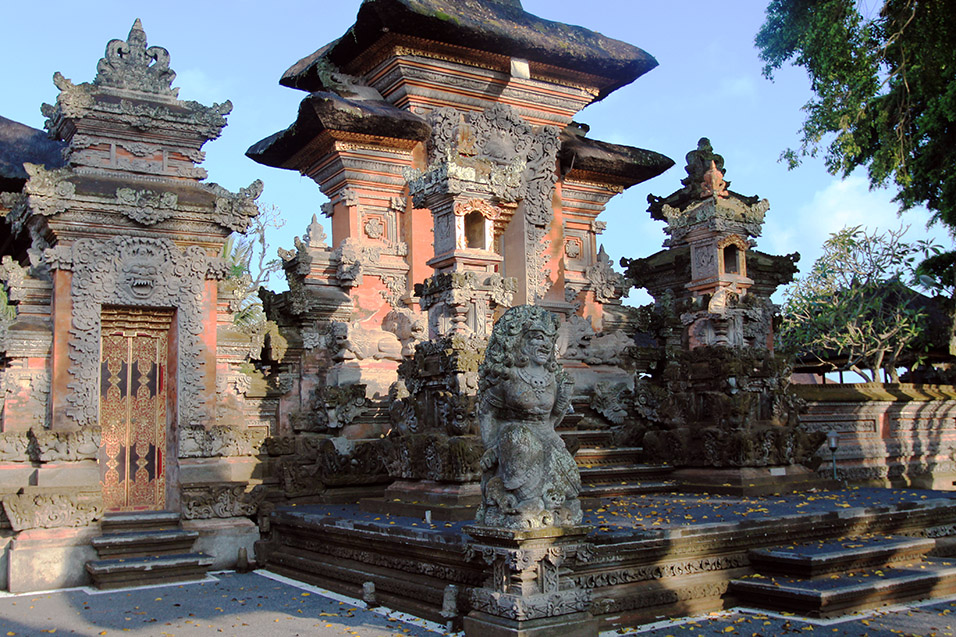 indonesia/ubud_coral_temple