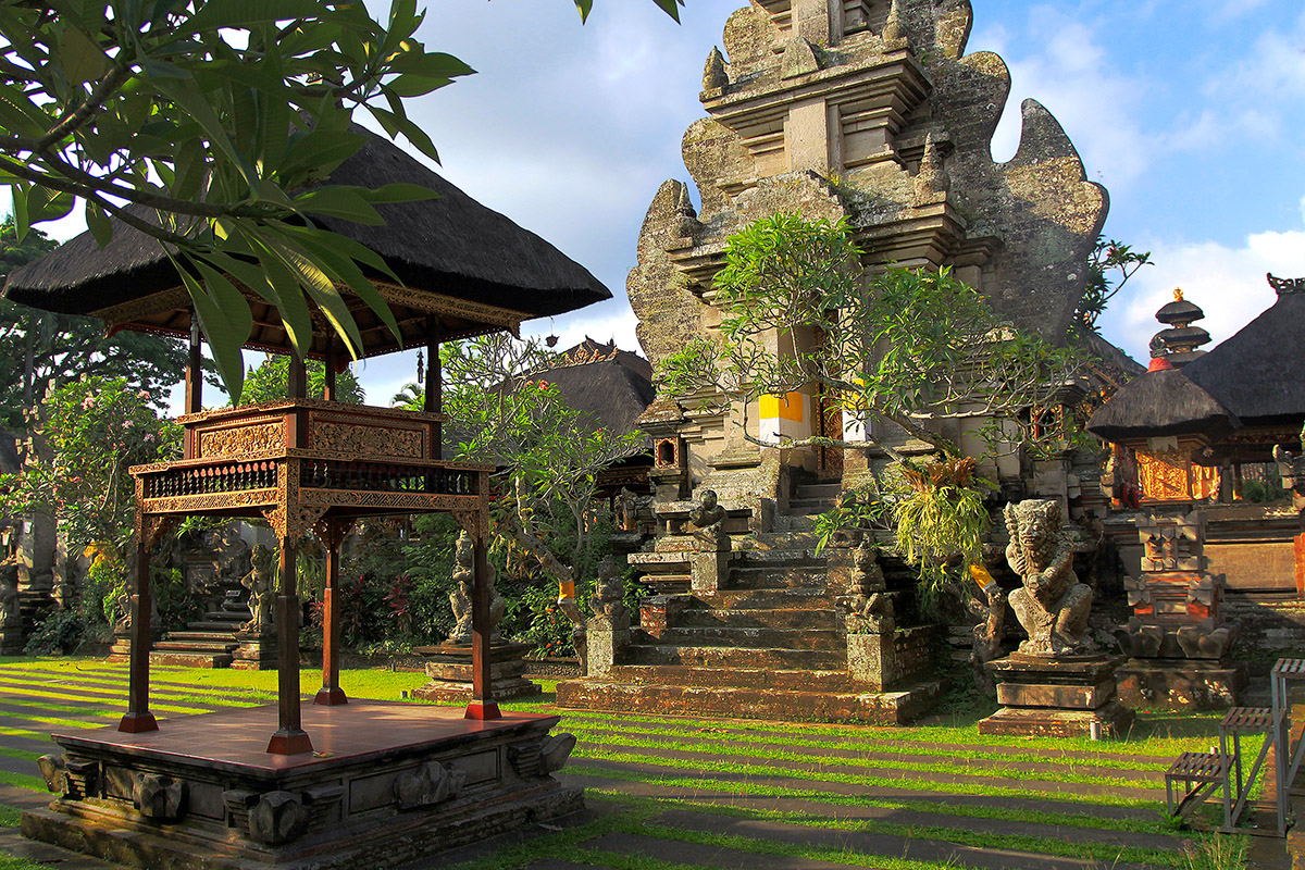 indonesia/ubud_grass_temple
