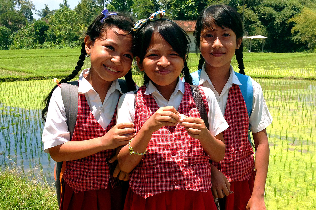 indonesia/ubud_school_girls