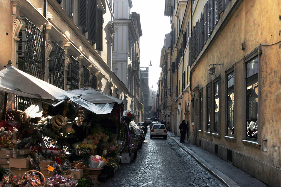 italy/rome_alley