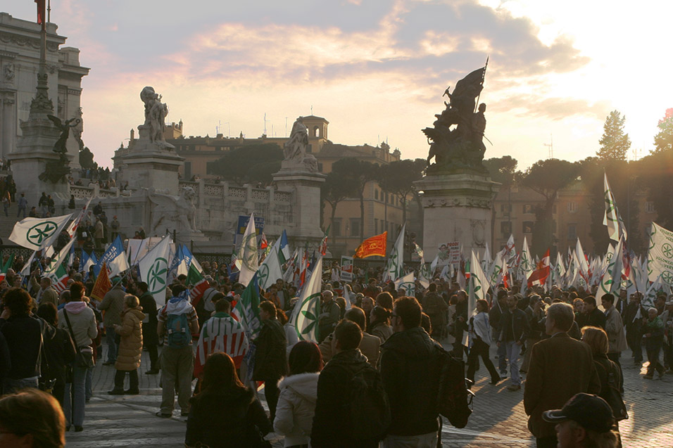 italy/rome_protest_dusk
