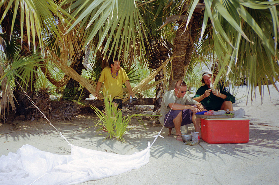 kenya/turkana_palms_making_lunch