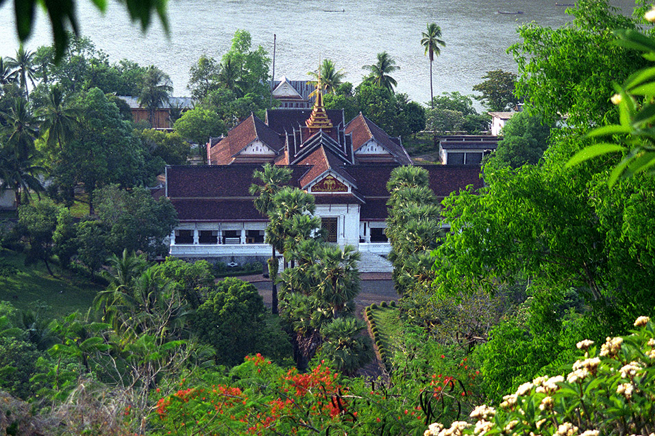 laos/lp_royal_palace_river