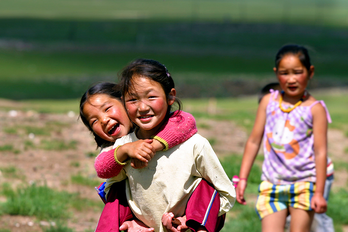 mongolia/countryside_girls