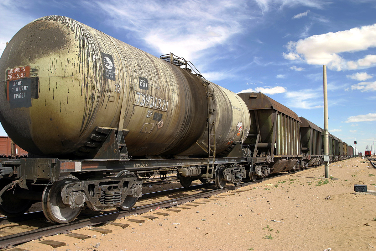 mongolia/zamen_uud_train_tank