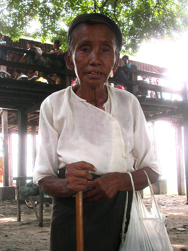 myanmar/amarapura_elder_light