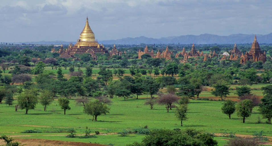 myanmar/bagan_golden_stupa_distance