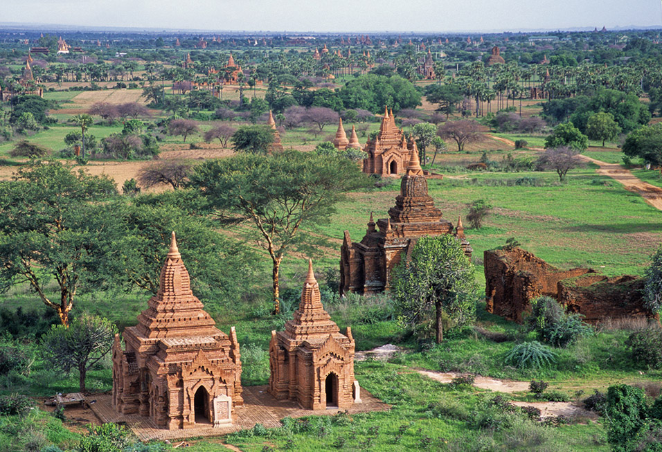 myanmar/bagan_temple_horizon_fields